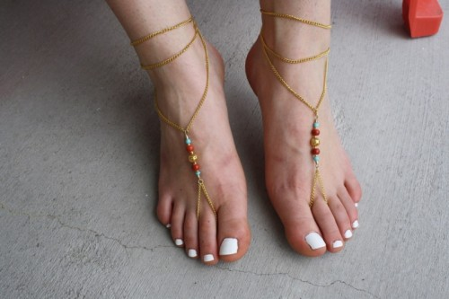 barefoot sandals (via quitequaint)