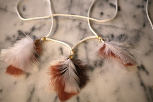 feather necklace (via styleoholic)