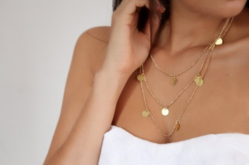 charm necklace (via styleoholic)