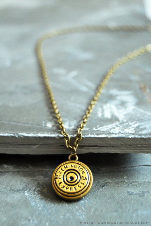 button necklace (via styleoholic)