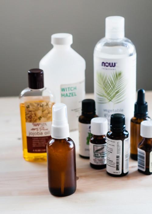 essential oils and jojoba bug spray (via styleoholic)