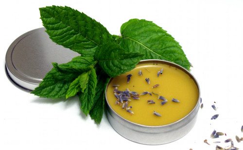 lavender and mint balm with beeswax (via soapdelinews)
