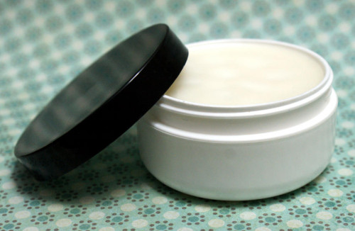 cocoa and shea butter salve with beeswax (via soapdelinews)