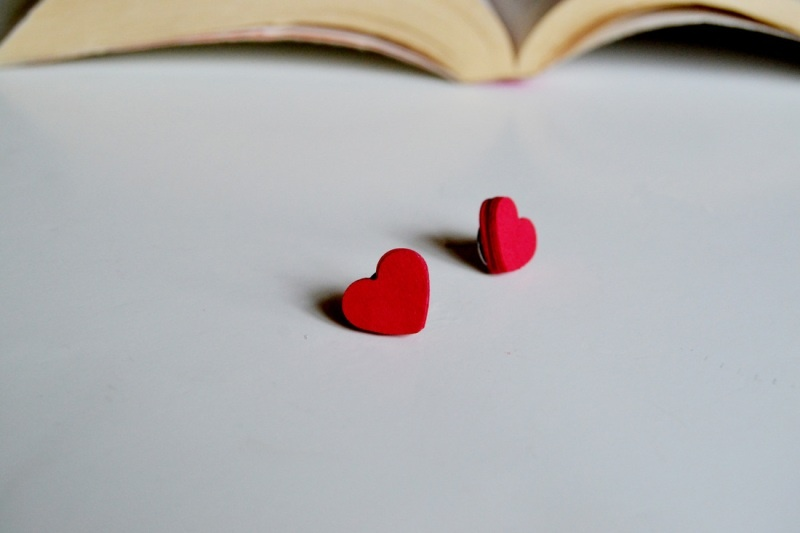 Picture Of amazing diy heart earrings from paper to make  1