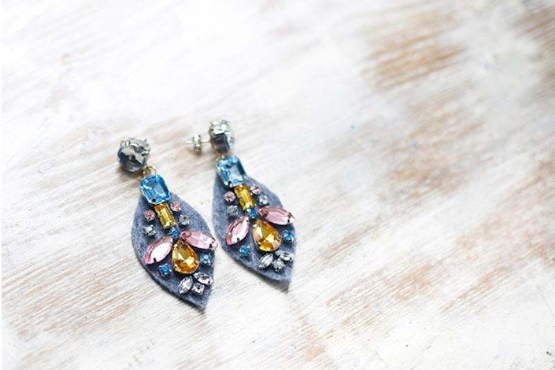 Picture Of amazing diy j crew inspired felt jewel earrings  5