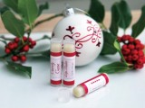 amazing-homemade-candy-cane-lip-balms-perfect-christmas-gift-1