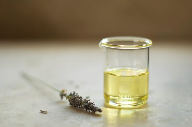Picture Of anti aging and regenerating skin serum  5