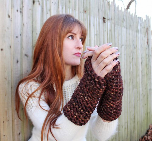 knitted arm warmers (via gina-michele)