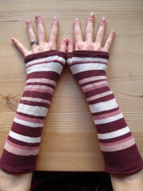 old socks to arm warmers (via krugthethinker)