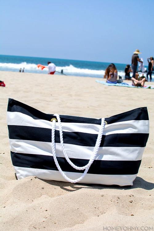 striped no sew beach tote (via homeyohmy)
