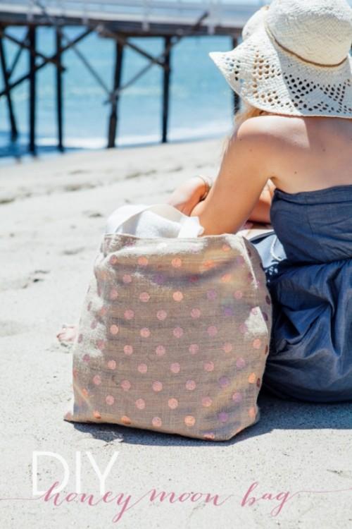 polka dot beach tote (via styleoholic)