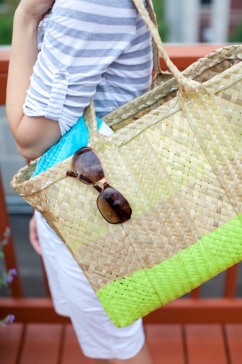 diy straw beach tote (via designimprovised)