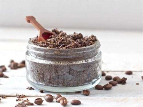 coffee and vanilla cellulite scrub (via styleoholic)