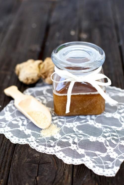 coconut ginger warming scrub (via shelterness)