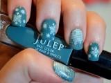 awesome-diy-snowflake-nail-art-1
