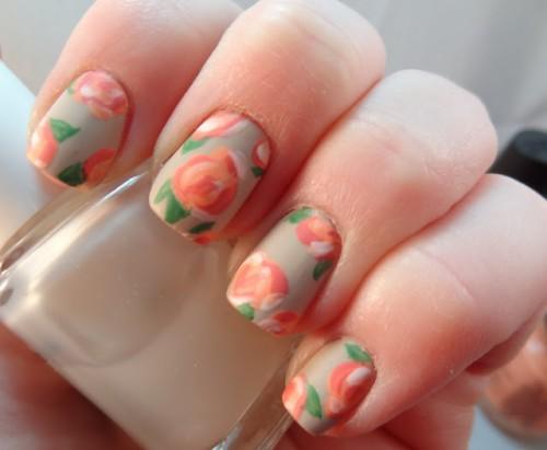 vintage floral manicure (via quinnie-lalaland)