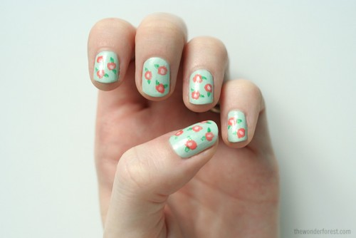 simple floral nail art (via thewonderforest)