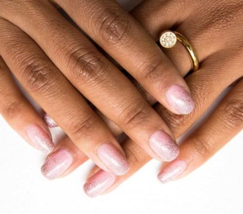 pink ombre glitter mani (via styleoholic)