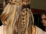 awesome-hairstyles-for-summer-frizzy-hair-days-11
