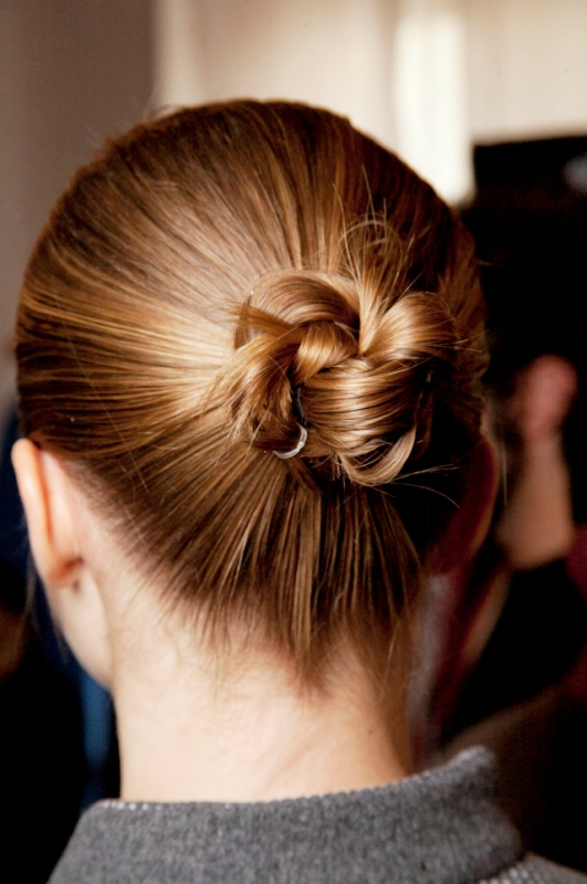 Picture Of awesome hairstyles for summer frizzy hair days  13