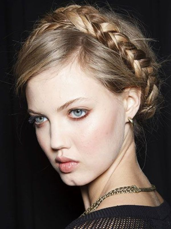 Picture Of awesome hairstyles for summer frizzy hair days  2