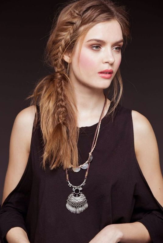 Picture Of awesome hairstyles for summer frizzy hair days  4