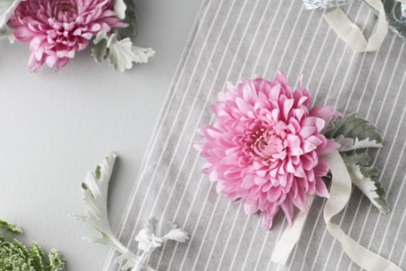 Picture Of beautiful and fresh diy flower hair accessory  1
