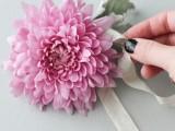 beautiful-and-fresh-diy-flower-hair-accessory-4