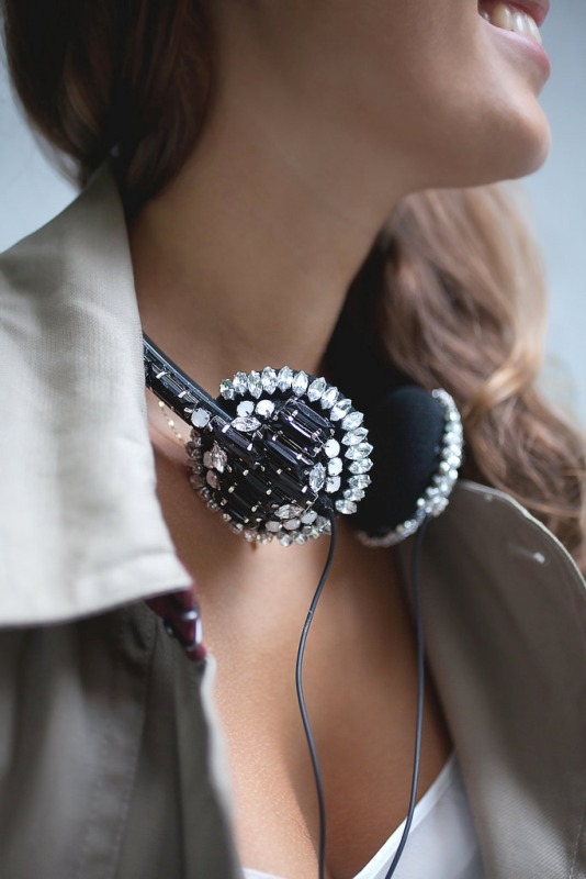 Picture Of beautiful diy jeweled headphones  1