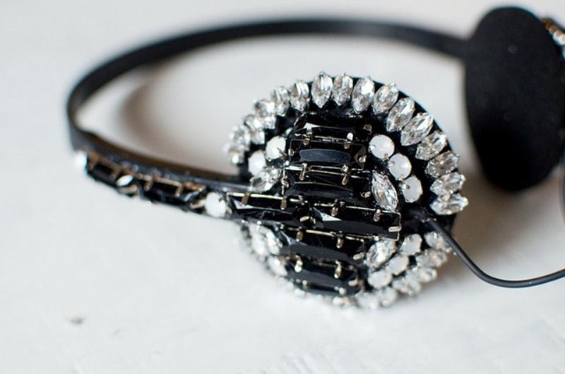Picture Of beautiful diy jeweled headphones  2