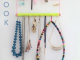 bright-and-easy-to-make-jewelry-display-1