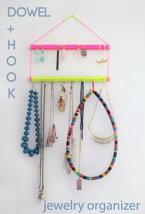 Bright And Easy To Make DIY Jewelry Display