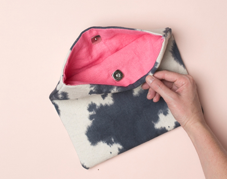 Picture Of casual diy ink dyed clutch to make  2