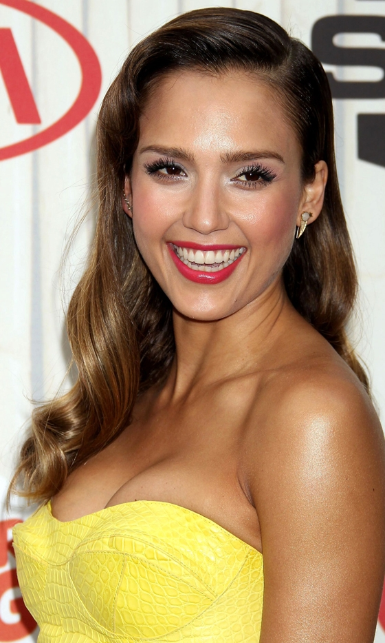 Celebrities brown hair ideas that you gonna love 2