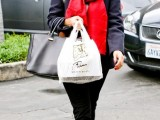 celebrities-fall-looks-with-a-scarf-12
