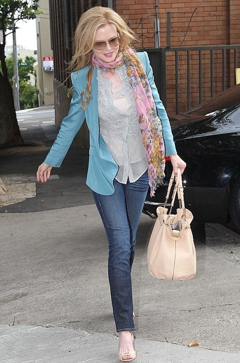 Celebrities Fall Looks With A Scarf