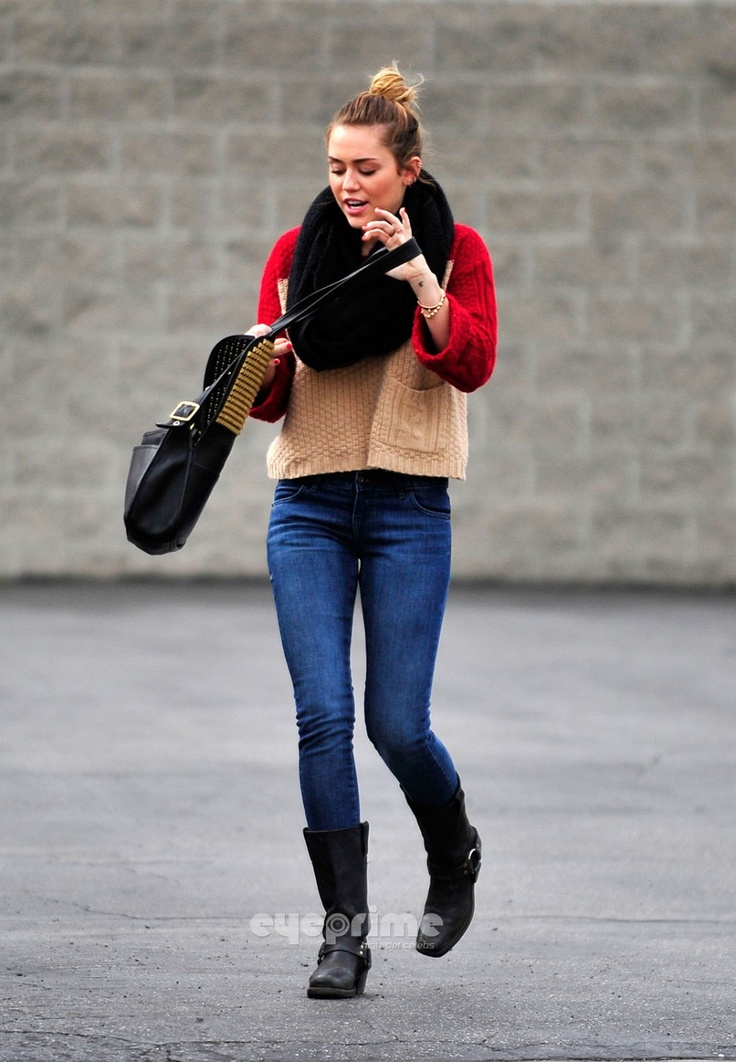 Picture Of celebrities fall looks with a scarf  15