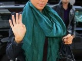 celebrities-fall-looks-with-a-scarf-18