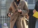 celebrities-fall-looks-with-a-scarf-20