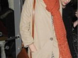 celebrities-fall-looks-with-a-scarf-25