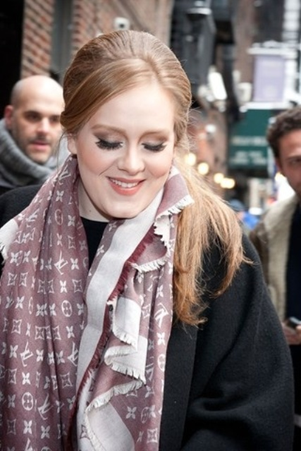 26 Celebrities Fall Looks With A Scarf