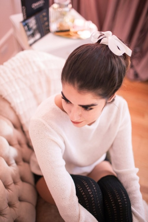 Charming DIY Parisian Ponytail For A Cozy Christmas Party