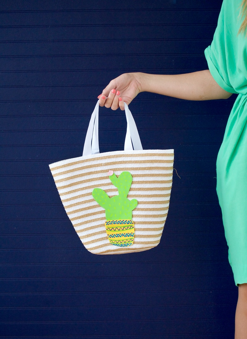 Picture Of cheerful diy cactus tote for summer  7