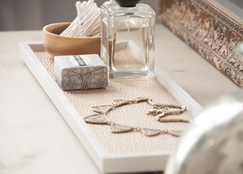 Picture Of chic and easy diy golden cosmetic tray  2
