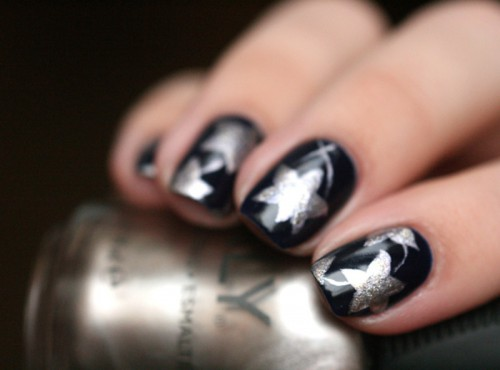 Christmas Worthy DIY Starry Nail Design