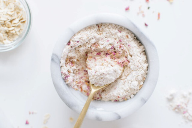 Picture Of cleansing and moisturizing diy oatmeal rose face mask  2