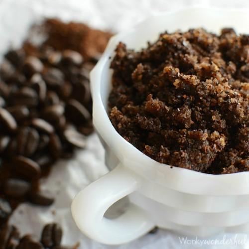 coffee and grape seed oil scrub (via wonkywonderful)