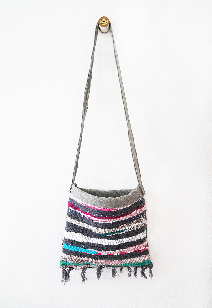 Picture Of colorful diy striped rag rug bag  1