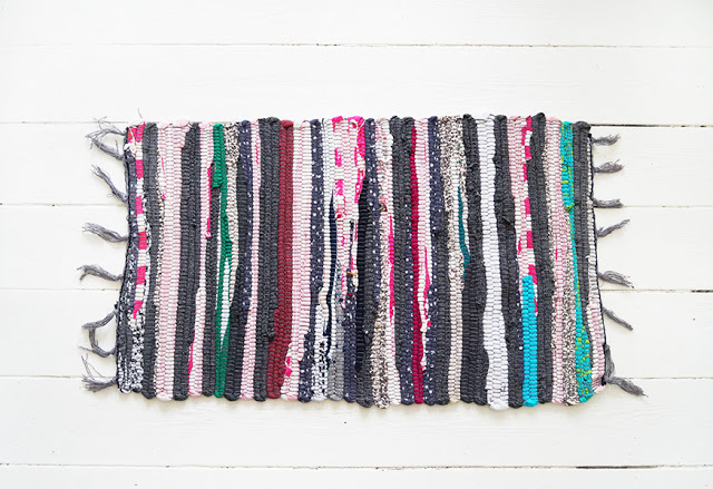 Picture Of colorful diy striped rag rug bag  2
