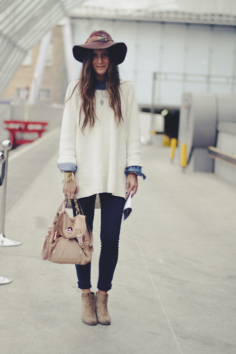 Picture Of comfy and cozy oversized sweater outfits for fall  10